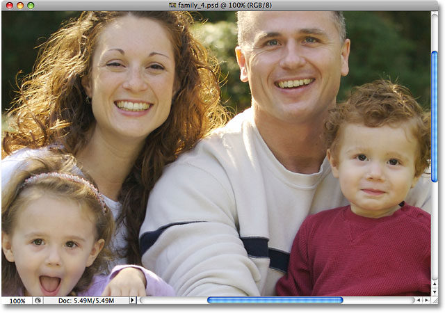 The Actual Pixels command zooms an image to 100% view size. Image © 2009 Photoshop Essentials.com.