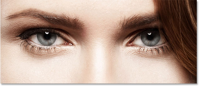 Both eyes now have the radial blur effect applied to them.  Image © 2014 Photoshop Essentials.com.