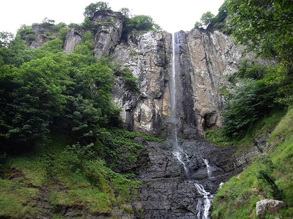lato آبشار لاتون